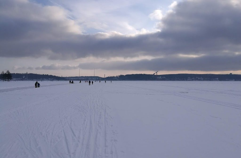 Sama järvi kesät talvet